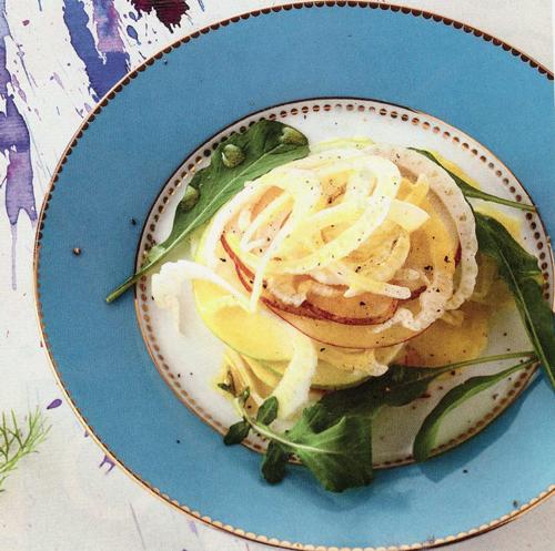 Salada de Pera, Maçã e Erva-Doce com Rúcula e Molho de Mostarda e Laranja