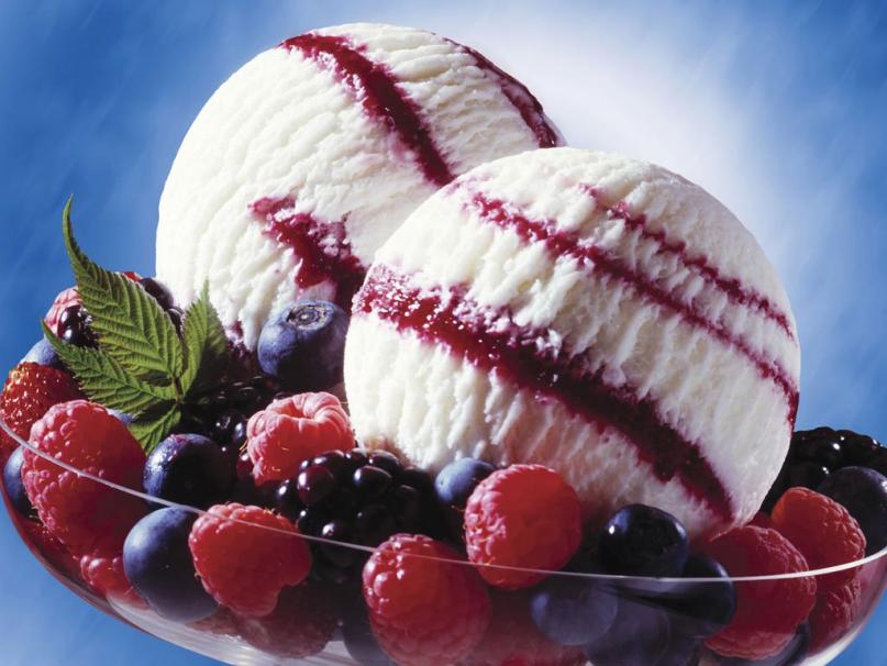 Sorvete de Iogurte de Baunilha com Frutas do Bosque