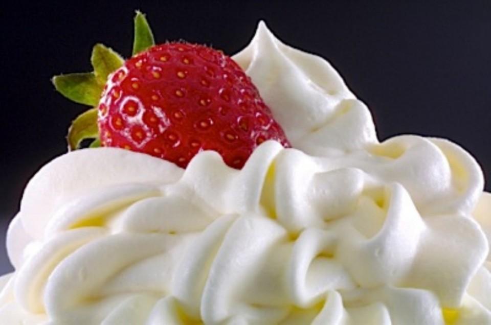 creme-de-leite-chantilly-com-morango-960x636