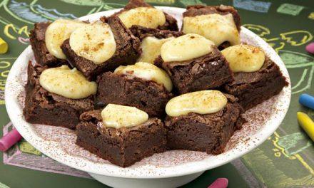 Brownie com Cobertura Doce de Catupiry
