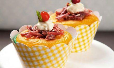 Cupcake de Fubá e Carne Seca