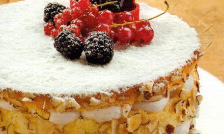Naked Cake de Avelã com Creme de Amoras