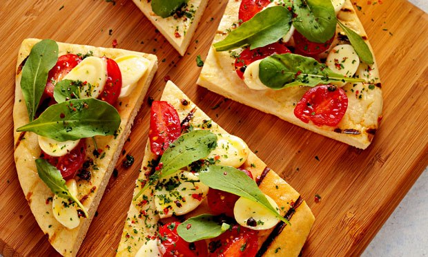 Pizza de Rúcula e Tomatinho