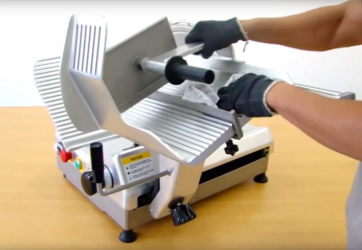 Você sabe como fazer a higienização de fatiadores?