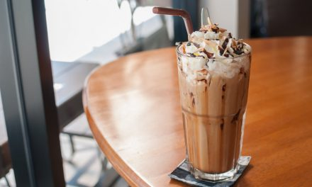 Milk Shake de Chocolate com Chantilly