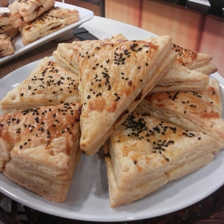 Pizza de Massa Folhada com Recheio de Pernil