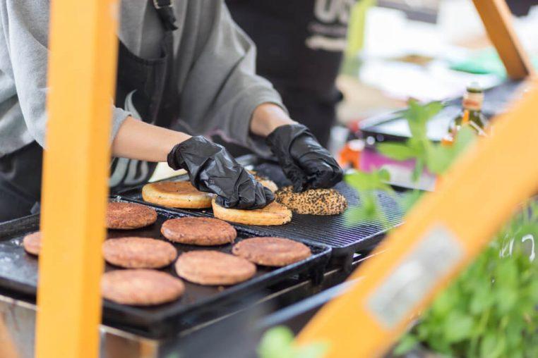 4 dicas para escolher uma chapa para hambúrguer